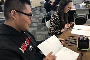 Étudiants participant au bullet journal