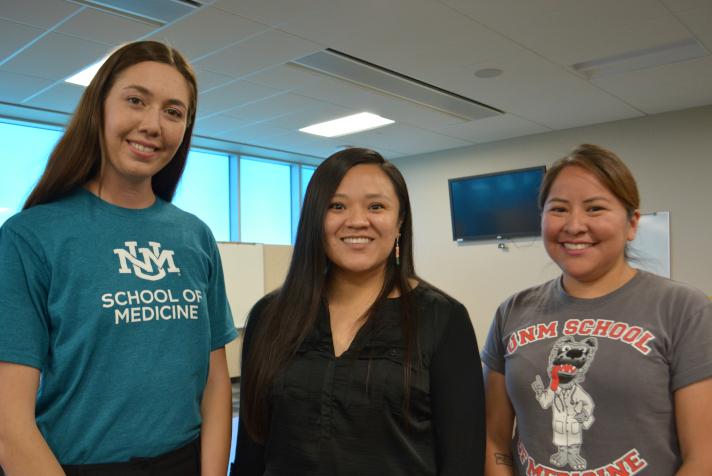 Tres estudiantes de CNAH.