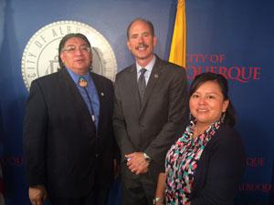 Mayor and IIKD members.