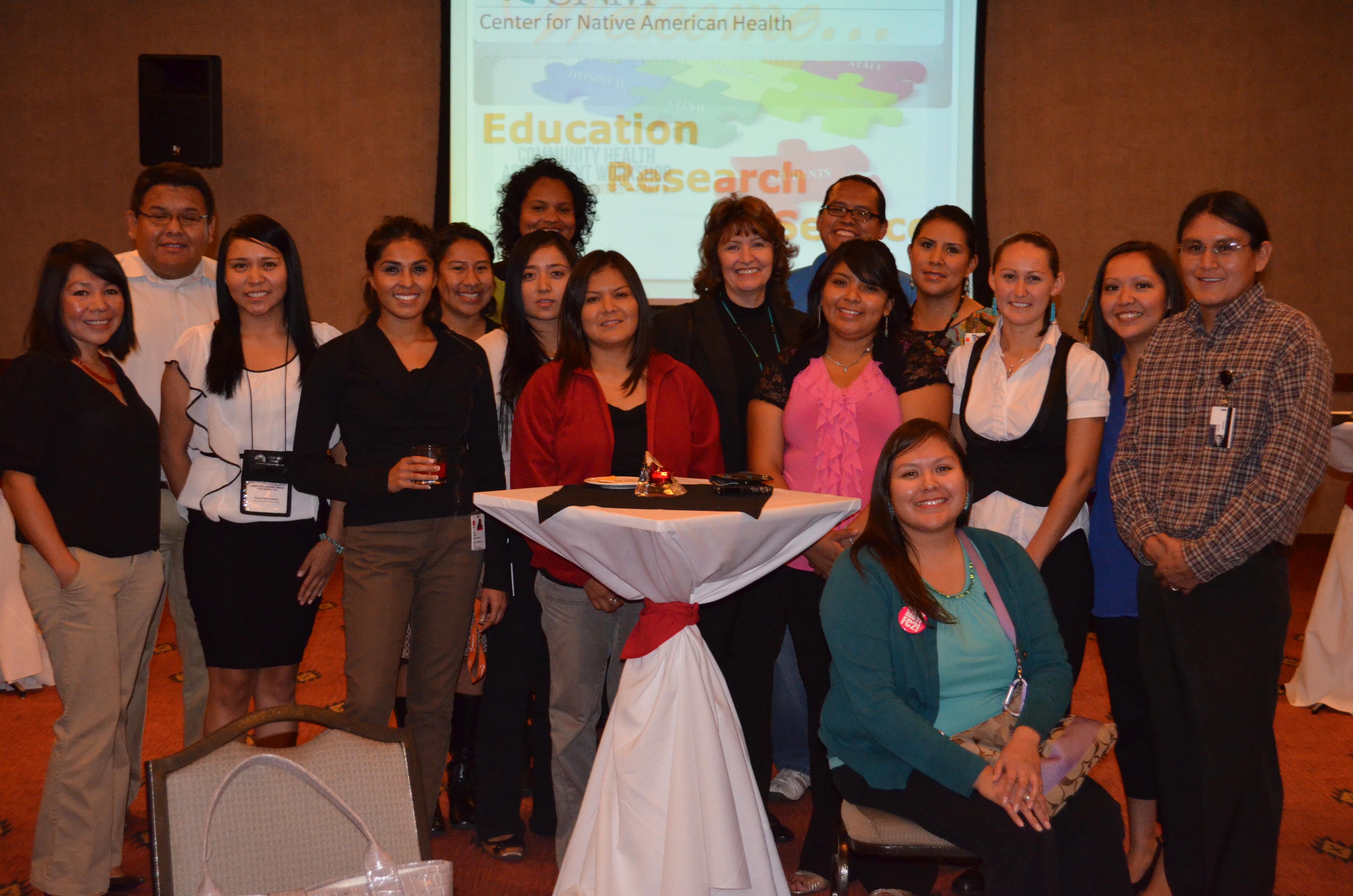 Tassy y grupo de estudiantes.