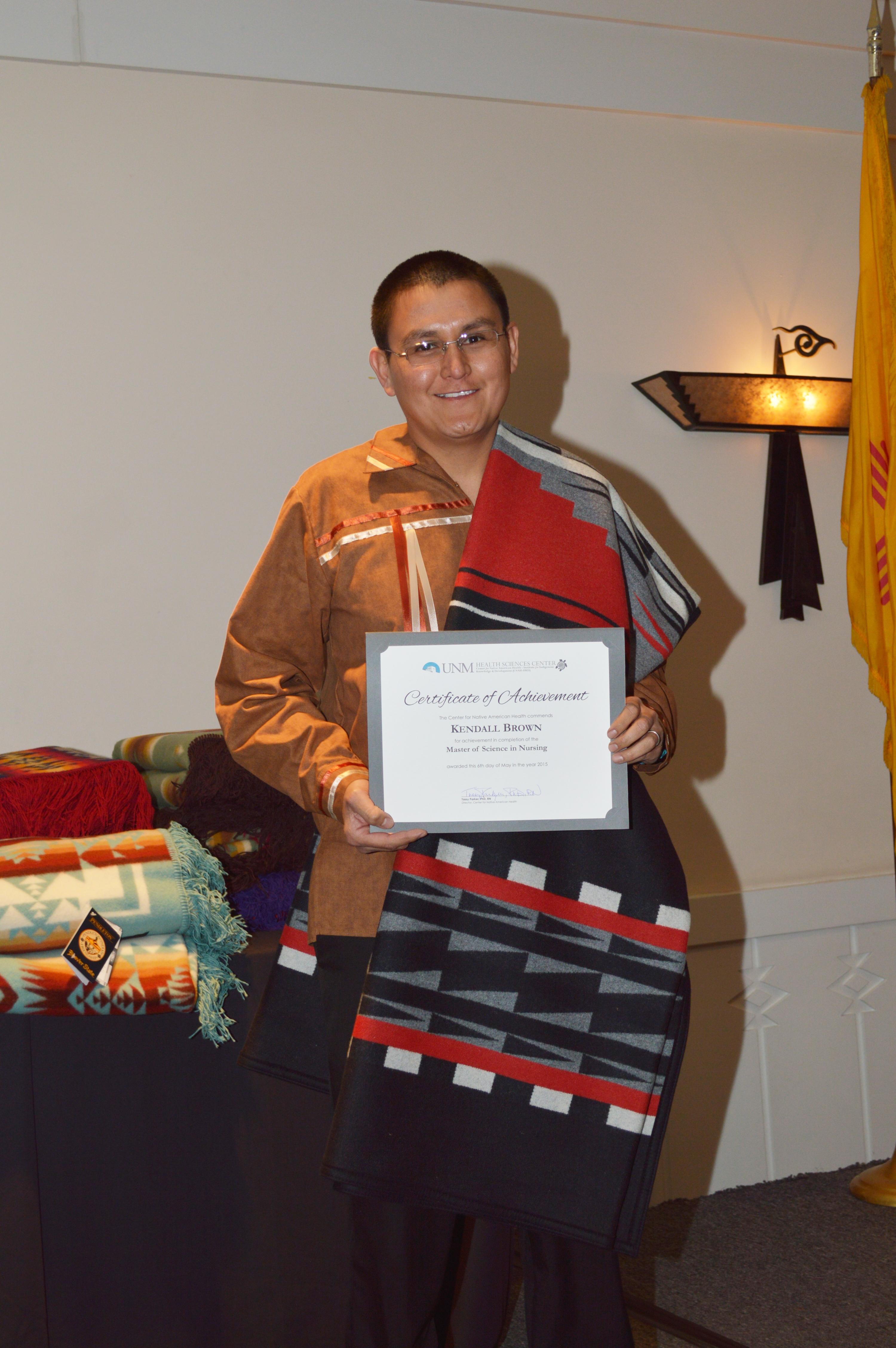 Kendall con certificado.