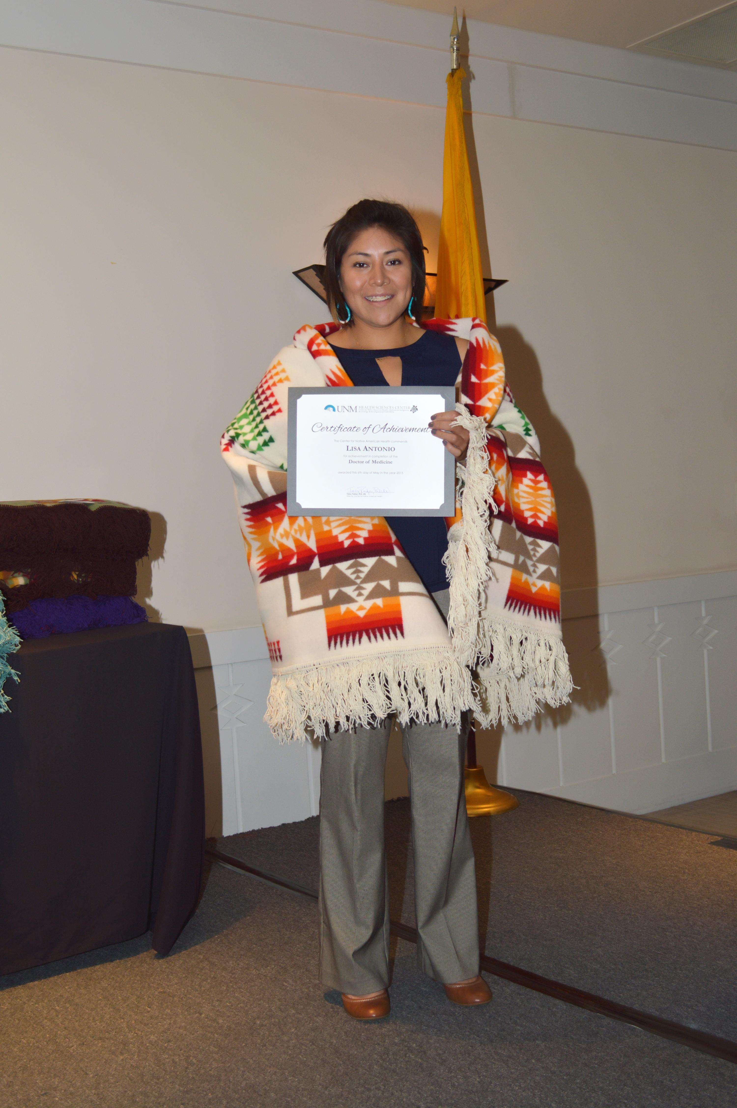Lisa con certificado.