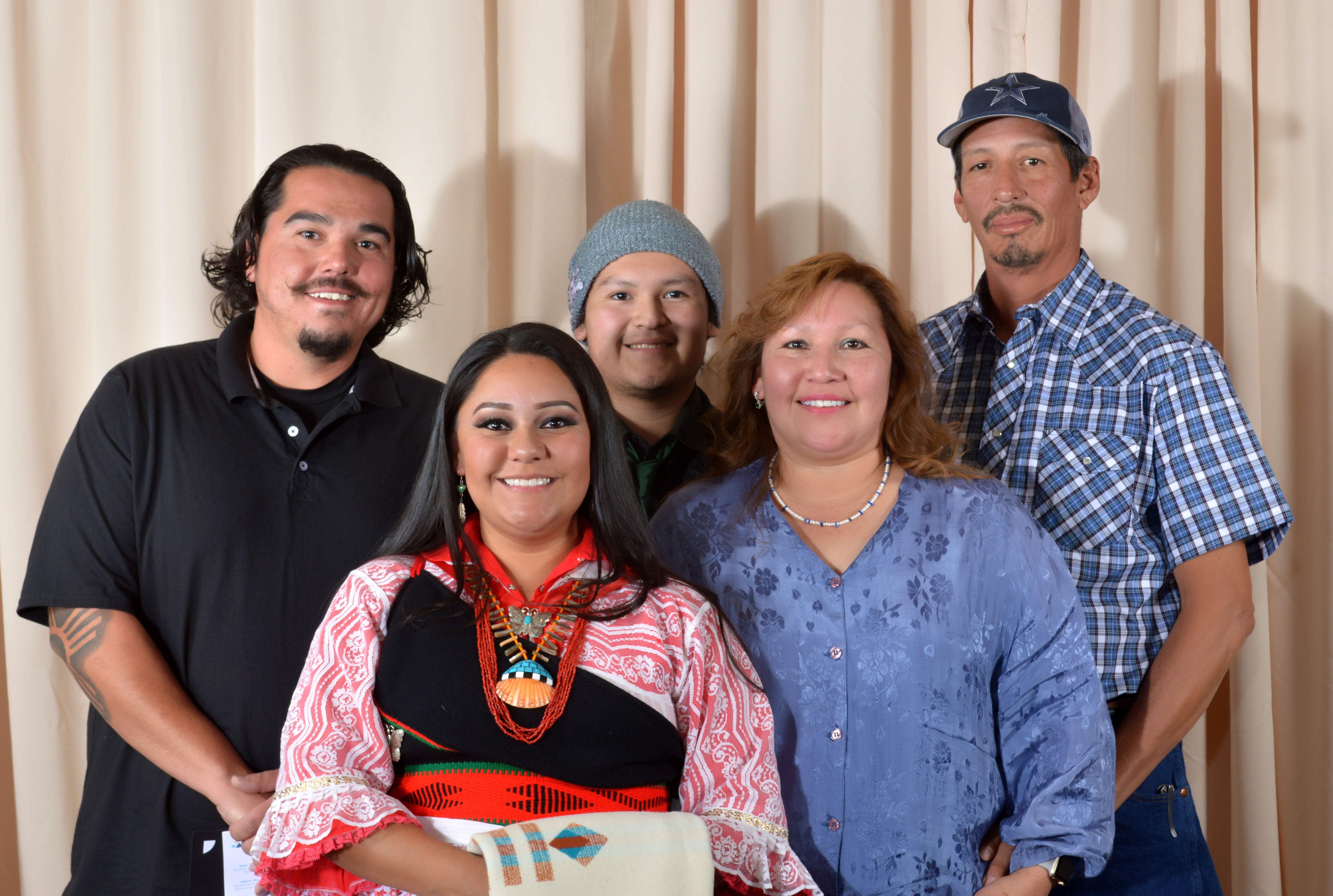 Ashley Zuni y familia.
