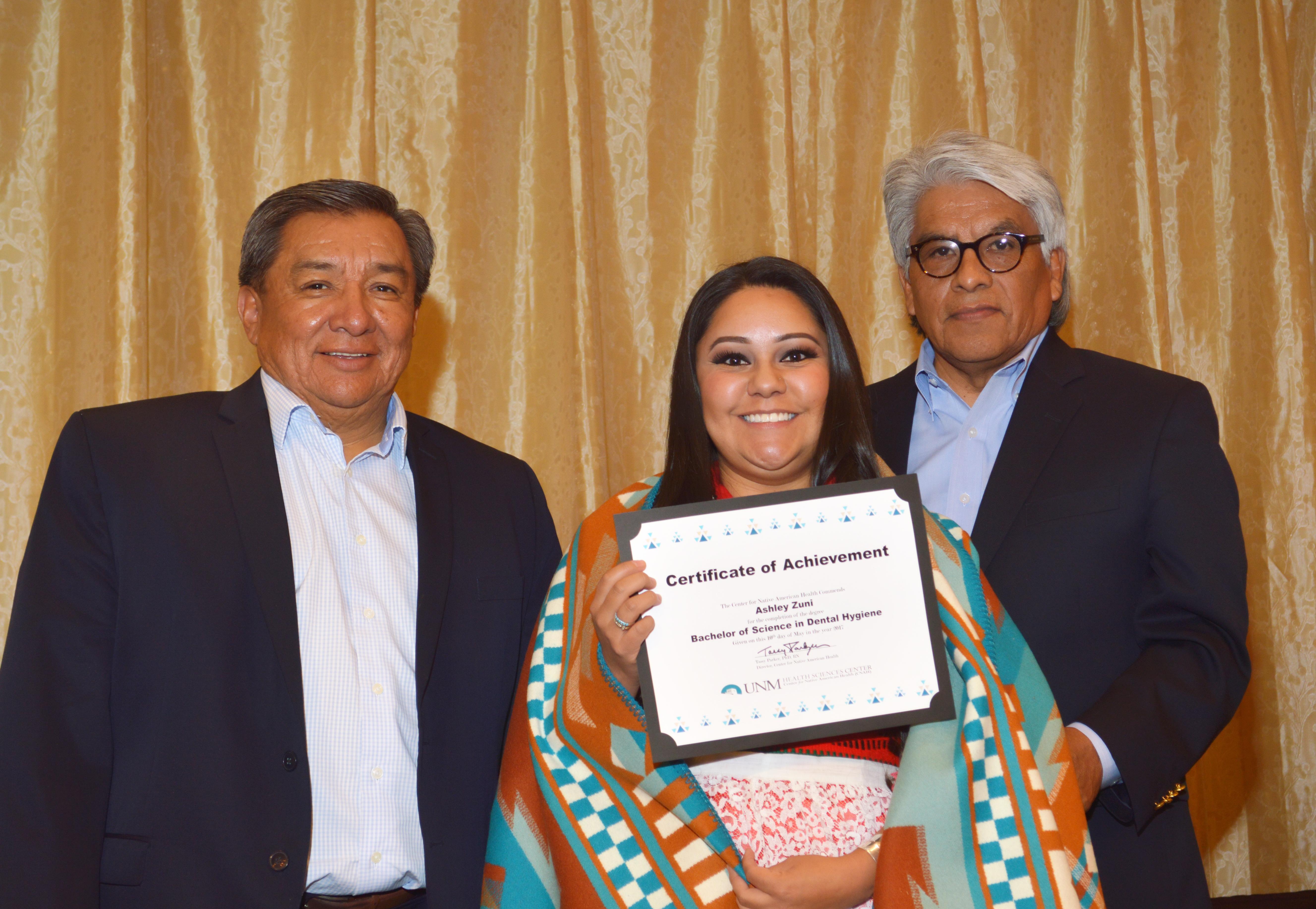 Ashley con certificado.