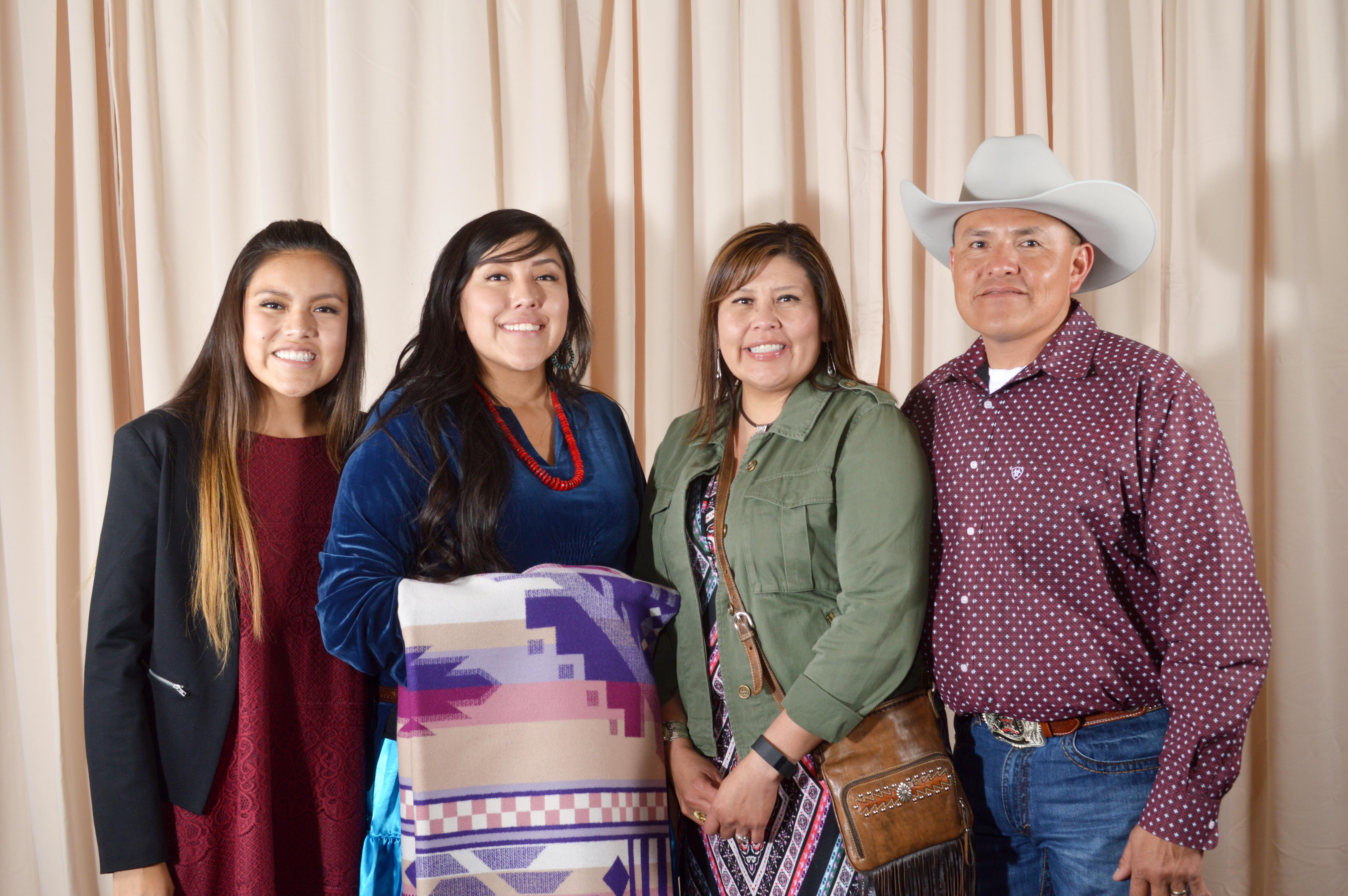 Tia Benally y familia.