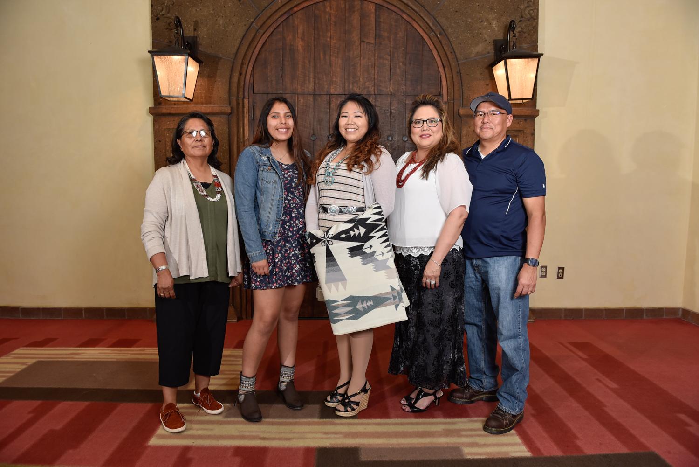 Alyssa Benally y familia