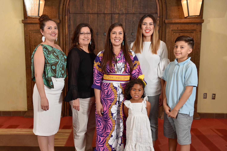 Erica Abeita-Chavez y su familia
