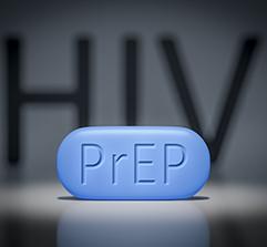 Imagen con el VIH de fondo y una tableta azul en primer plano que dice PrEP.