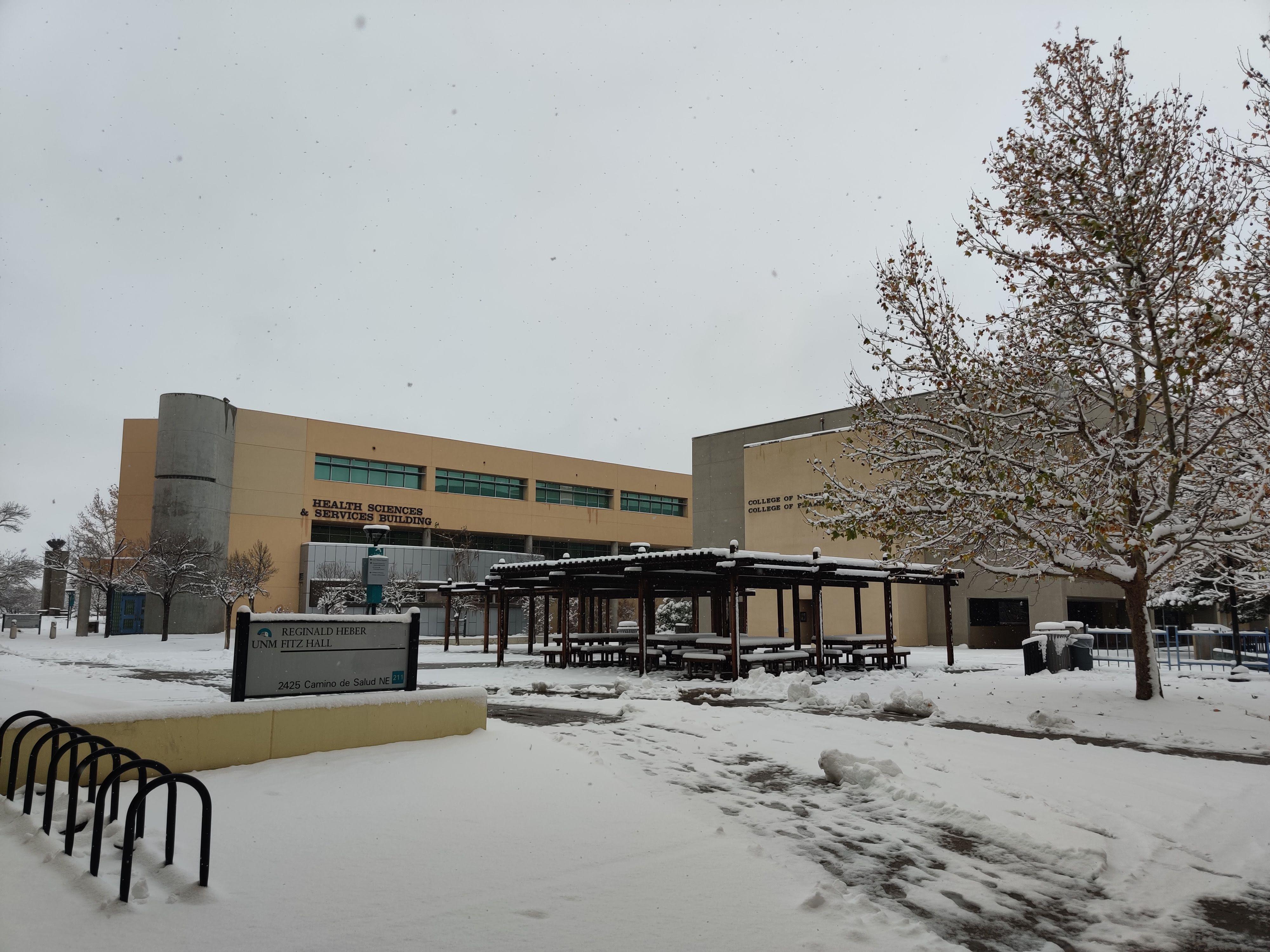 Campus con nieve.