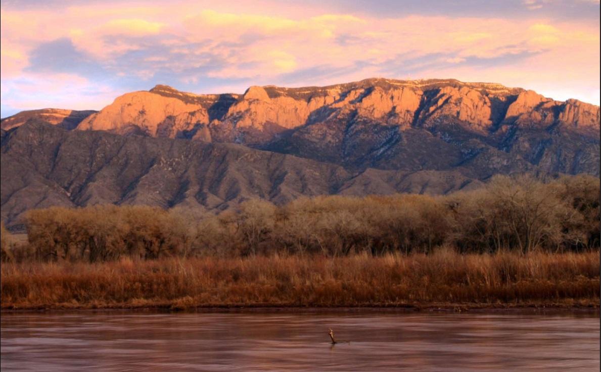 Montañas sobre el Río Grande
