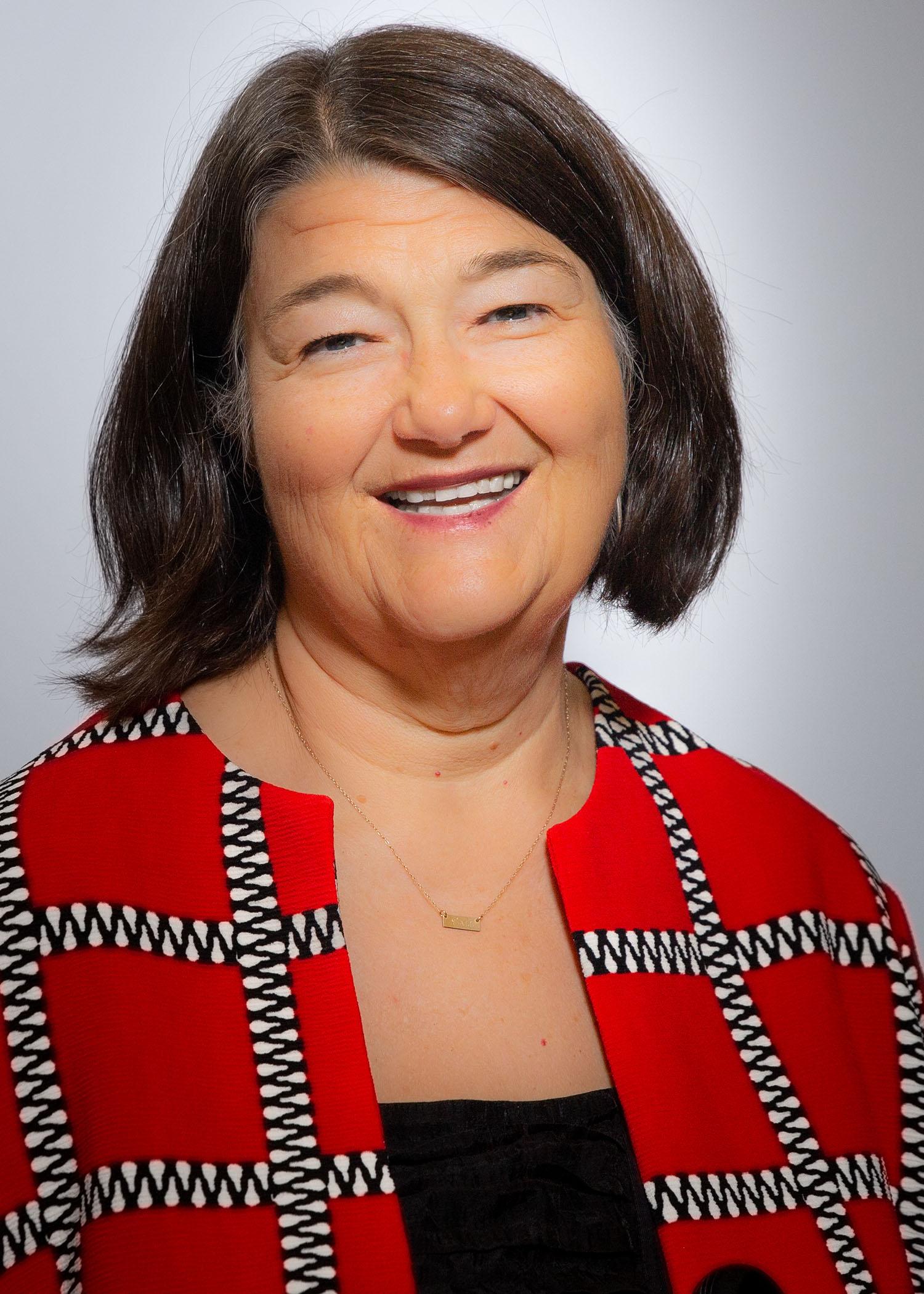 العميد المؤقت لكلية الطب بجامعة UNM ، الدكتورة مارثا كول ماكجرو