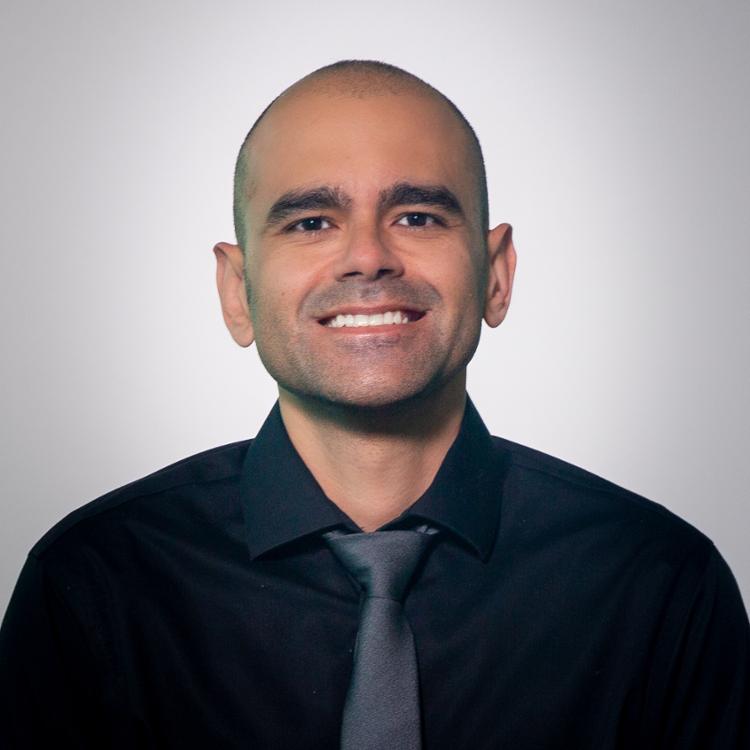 Ảnh chụp đầu của Joshua Santos