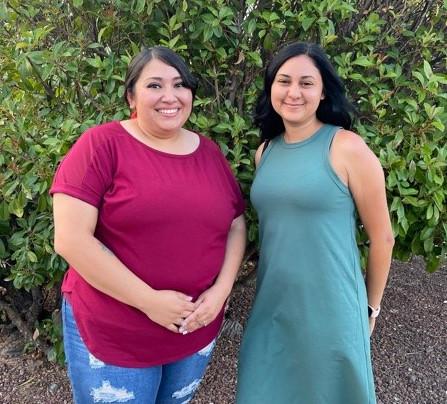 Danielle Maestas y Victoria Trujillo