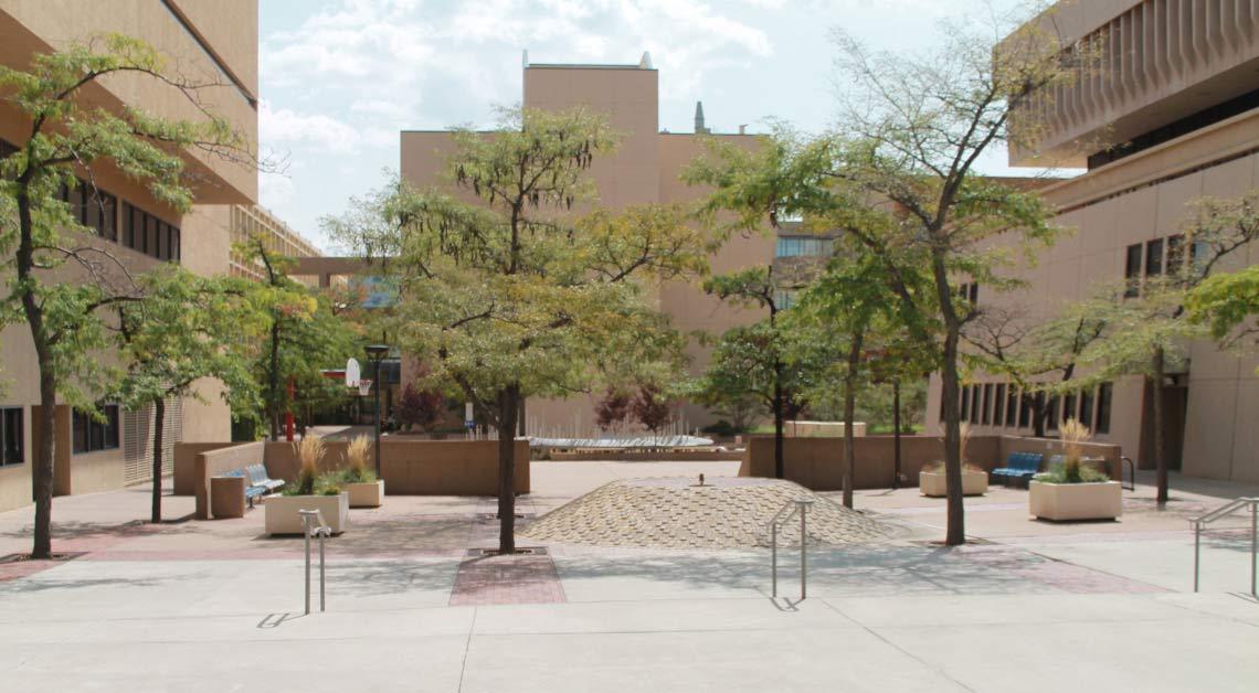 Pátio no campus.