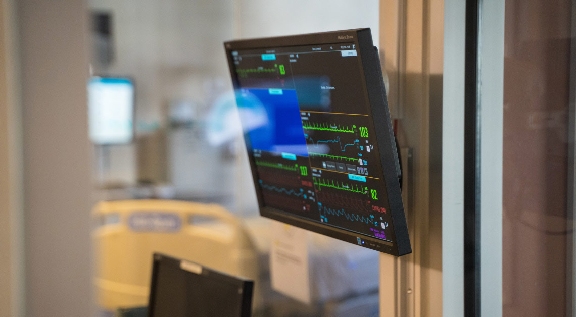 Visualização da tela do monitor mostrando sinais vitais.
