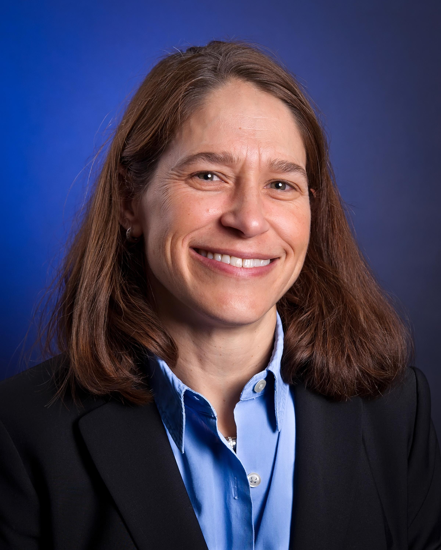 Elizabeth Mikola, dottore in medicina