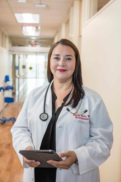 赛琳娜席尔瓦,医学博士