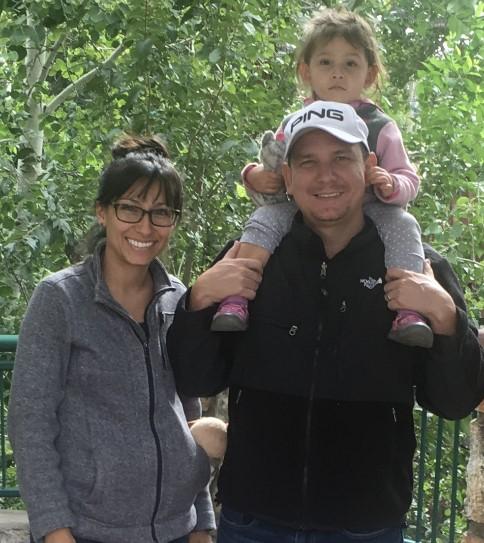Crystal Avila-Schroeder con su familia
