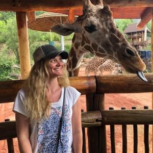 Carter con jirafa