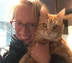 Awbrey Gilliam con su gato