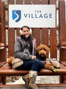 Truong- ը շան հետ մեծ աթոռին