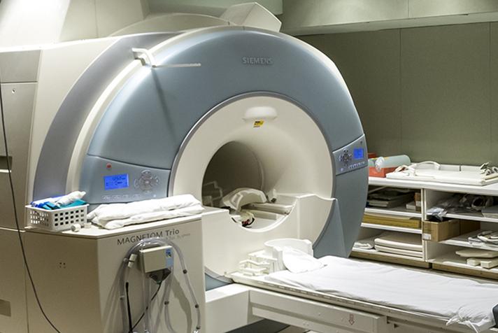 escáner en la habitación del hospital