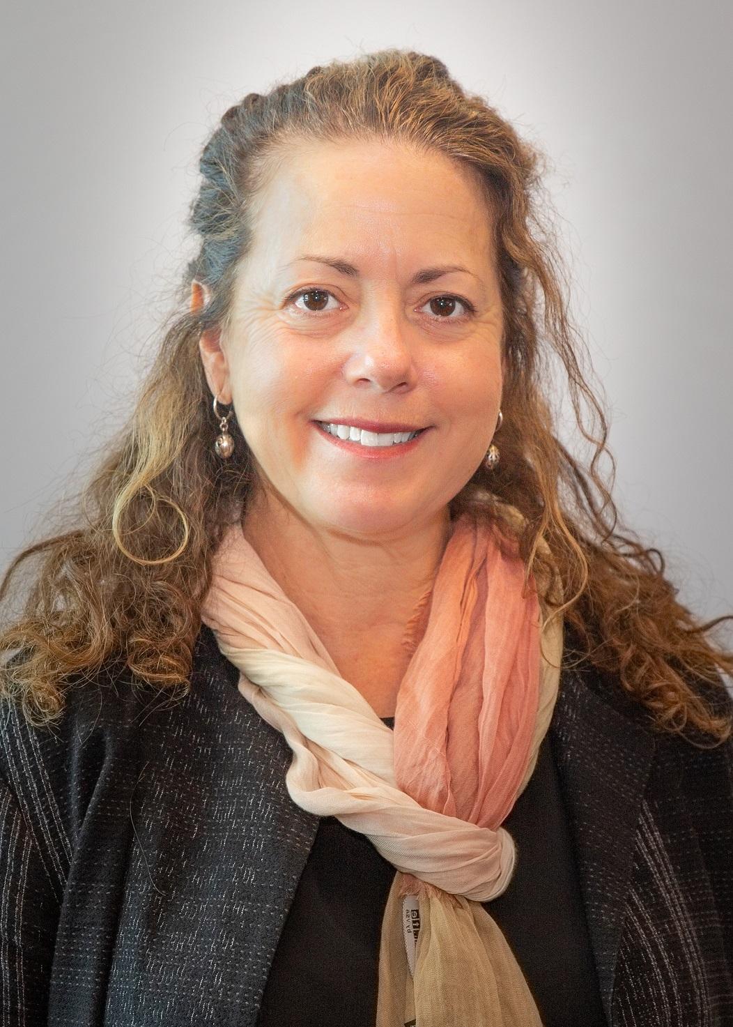 Loren Kelly, MSN, Enfermera registrada