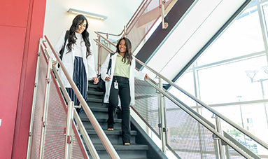 enfermeras bajando escaleras