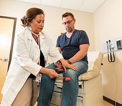 Enfermera con paciente.