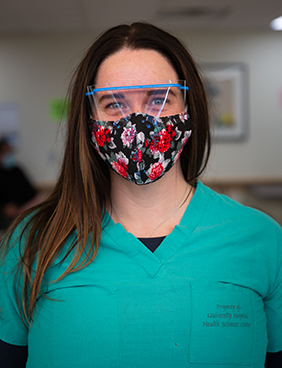 Maria Kelly con máscara.
