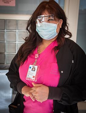 Melissa Salazar con máscara.